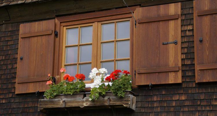 Comment les volets font-ils paraître une maison plus petite ?